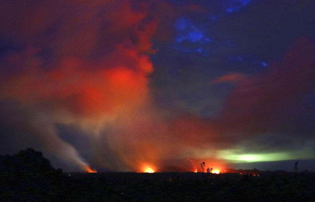 याआधी 2014 मध्ये सिनाबुंग पर्वतांवर ज्वालामुखीचा विस्फोट झाला होता. ज्यात 14 लोकांचा मृत्यू झाला होता. त्यानंतर 2016 मध्येसुद्धा असाच प्रकार घडल्याने 7 लोकांनी आपला जीव गमवला. (प्रतीकात्मक फोटो)