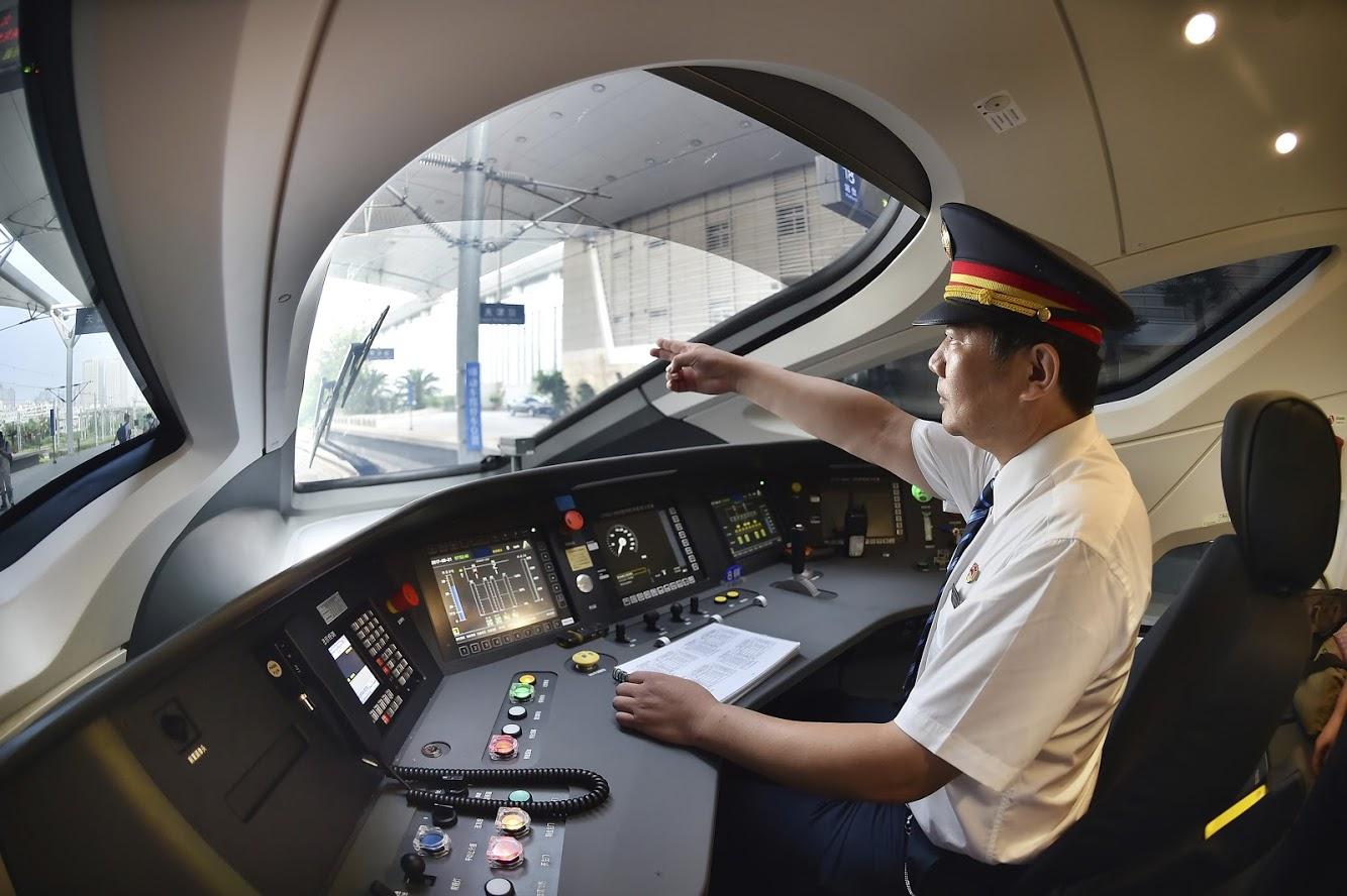 जपानने 'शिंकानसेन ALFA-X' या बुलेट ट्रेनची चाचणी शुक्रवारपासून सुरू केली. 2030 पर्यंत ही ट्रेन सुरू होईल तेव्ही ही ट्रेन ताशी 360 किंमी वेगाने धावेल.