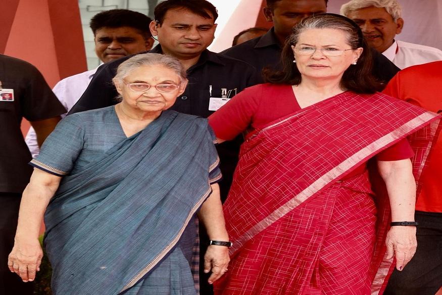 सोनिया गांधी यांच्यासोबत यावेळी दिल्लीच्या माजी मुख्यमंत्री आणि काँग्रेसच्या दिल्लीतील नेत्या शिला दिक्षित देखील हजर होत्या.