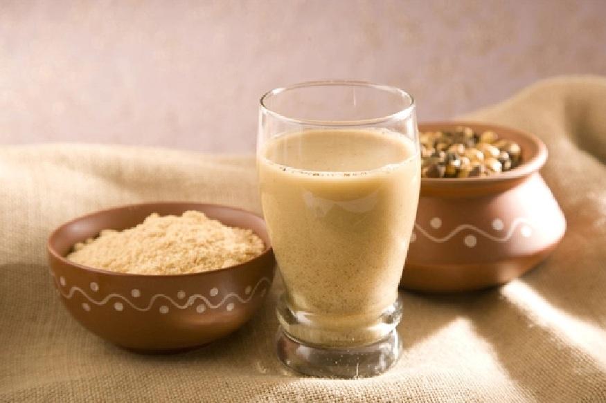 सत्तू - उत्तर प्रदेश आणि बिहारमध्ये सत्तू म्हणून प्रसिद्ध असलेल्या पदार्थाला महाराष्ट्रात सातूचं पीठ असं म्हटलं जातं. गहू आणि चिवड्यात वापल्या जाणाऱ्या डाळ्या एकत्र करून हा पदार्थ तयार केला जातो.