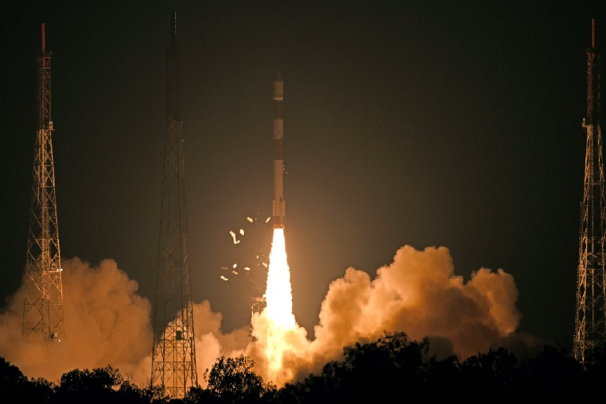 ISROची अभिमानास्पद कामगिरी, रिसेट-2बी उपग्रहाचे यशस्वी प्रक्षेपण