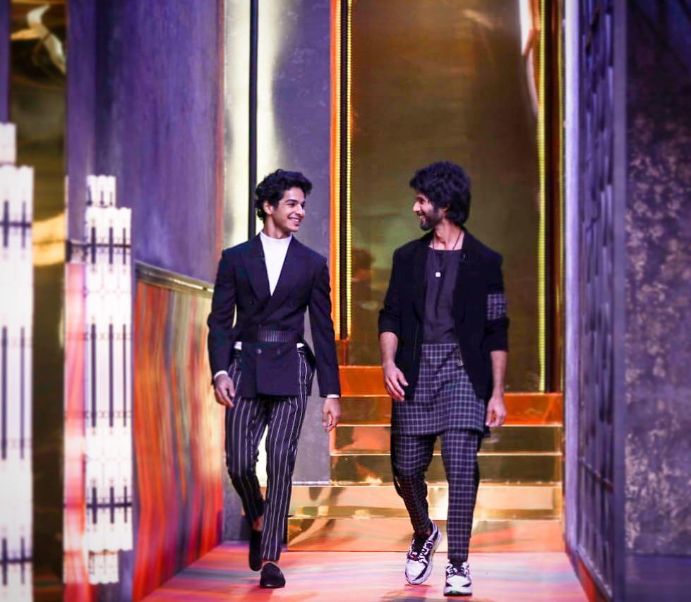 शाहिद कपूर आणि ईशान खट्टर- बॉलिवूड अभिनेता शाहिद आणि ईशान सावत्र भावंडं असले तरी दोघांचा एकमेकांवर जीव आहे. शाहिद आपल्या छोट्या भावावर अतोनात प्रेम करतो. शाहिदचं वय ३८ वर्ष आहे तर ईशान २३ वर्षांचा आहे. दोघांच्या वयामधलं अंतर जवळपास १५ वर्षांचं आहे.