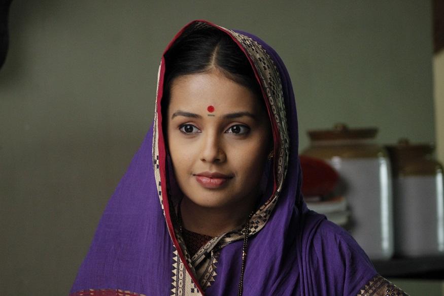 बाबासाहेबांच्या पत्नीची म्हणजेच रमाबाईंची भूमिका साकारणार आहे अभिनेत्री शिवानी रांगोळे. ऐतिहासिक भूमिका करायची तिची पहिलीच वेळ.