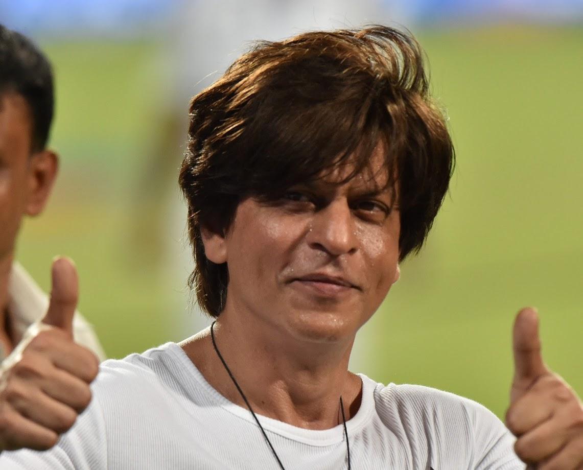 शाहरुख खानने १९९२ मध्ये 'दीवाना' सिनेमातून बॉलिवूडमध्ये पदार्पण केलं. यानंतर एकामागोमाग एक सुपरहिट सिनेमे दिल्यानंतर तो बॉलिवूडचा बादशहा झाला. आज प्रत्येक अभिनेत्रीला शाहरुख खानसोबत एखाद्या तरी सिनेमात काम करण्याची इच्छा आहे.