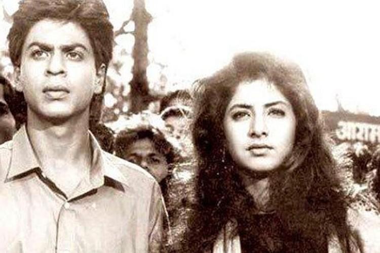 शाहरुखच्या 'दिवाना' या पहिल्याच सिनेमात त्याची हिरोइन होती दिव्या भारती. दिव्या ही तेव्हाची टॉपची अभिनेत्री होती. पण वयाच्या २२ व्या वर्षी तिचा मृत्यू झाला. दिव्याचा मृत्यू हा आजही अनेकांसाठी न उलघडलेलं कोडं आहे.