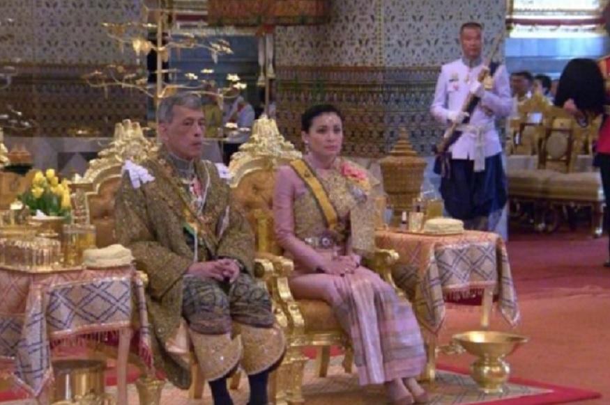 तीन दिवसांपूर्वीच राज वाजीरोलोंग्कॉर्न ने त्याची महिला अंगरक्षक सुदिपा हिच्याशी विवाह केला. या राज्याभिषेक सोहळ्यात राजाची राणी म्हणून त्याच्या शेजारी सिंहासनावर बसली होती.