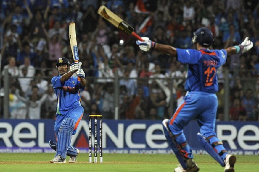 2011मध्ये धोनीच्या नेतृत्वाखाली भारतीय संघाने विजेतेपद पटकावले होते. धोनीचा हा चौथी विश्वचषक स्पर्धा आहे. 2007च्या वर्ल्डकपमध्ये धोनी केवळ 29 धावा केल्या होत्या. 2011च्या स्पर्धेत 7 डावात त्याने 150 धावा केल्या होत्या. पण श्रीलंकेविरुद्धच्या अंतिम सामन्यात त्याने 91 धावांची खेळी केली होती. त्याच्या या खेळीमुळेच भारताने 1983नंतर विजेतेपद मिळवले होते. 2015च्या वर्ल्डकपमध्ये ग्रुप स्टेजमध्ये सर्व सामने जिंकणारा धोनी पहिला भारतीय कर्णधार ठरला होता. झिम्बाब्वे विरुद्ध धोनीने 85 धावा केल्या होत्या. न्यूझीलंडच्या भूमीवर भारतीय कर्णधाराची ही सर्वोत्तम खेळी आहे.