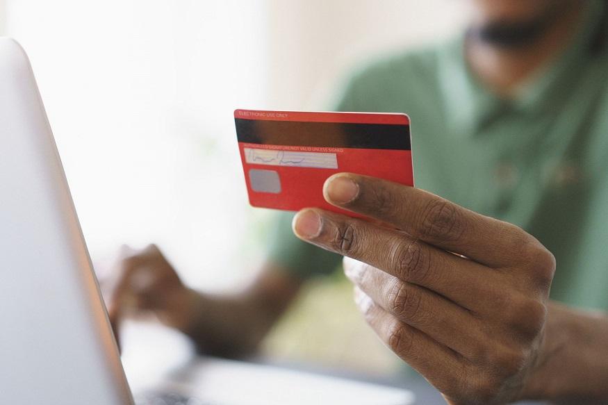 क्रेडिट कार्ड डोकेदुखी झालीय? मग 'या' सवयी बदला