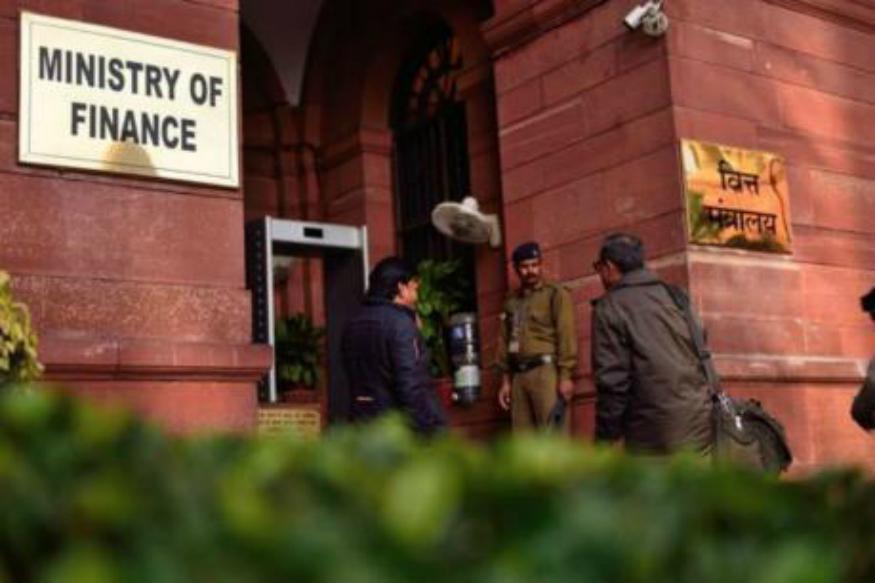 मोदी सरकारचा मोठा निर्णय; IT विभागाच्या डागळलेल्या 12 अधिकाऱ्यांना 'नारळ'