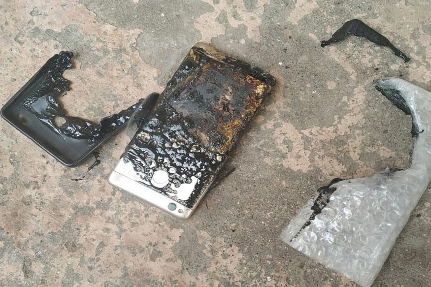 नाशकात चार्जिंगला लावलेल्या मोबाइलचा स्फोट, घरातील इतर वस्तू जळाल्या