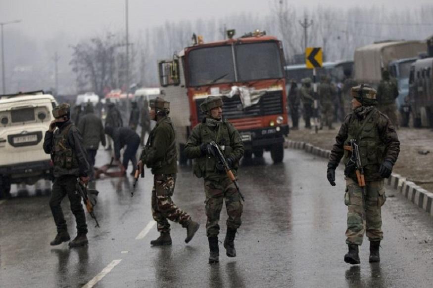 पुलमावामध्ये लष्कराच्या ताफ्यावर दहशतवाद्यांचा हल्ला, 5 जवान जखमी
