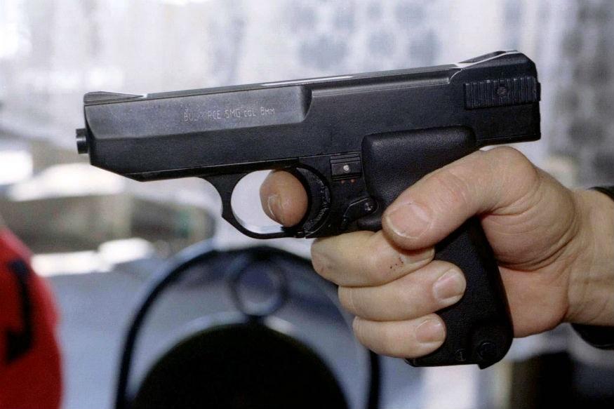 भीषण : पोलिसाने केला सावत्र मुलांवर गोळीबार, दोघांचा मृत्यू
