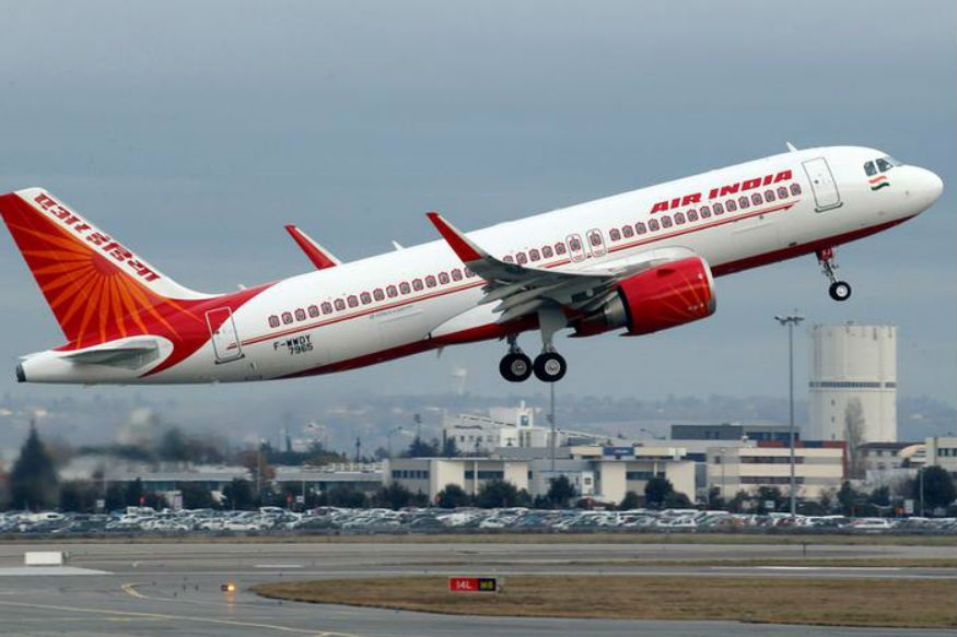 टिफीन धुतला नाही म्हणून पायलटने कर्मचाऱ्याला मारलं,  विमानाला दोन तास उशीर