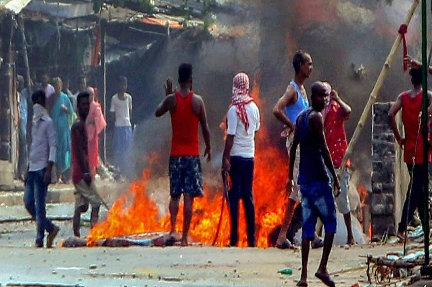 पश्चिम बंगालमध्ये कार्यकर्त्यांनी एकमेकांवर फेकले बॉम्ब, दोघांचा मृत्यू