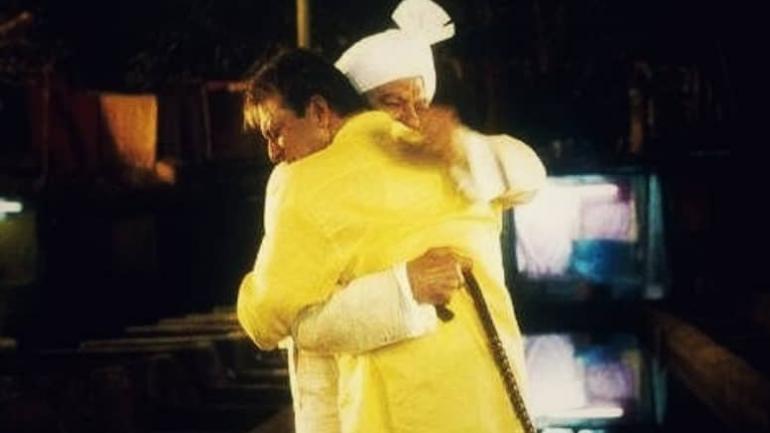 संजय दत्तच्या मुन्नाभाई M.B.B.S. या चित्रपटातही आलिंगनाला जादूची झप्पी म्हटल गेलं आहे. ज्या लोकांनी ही जादूची झप्पी मिळते ते लोक कमी आजारी पडतात, असं संशोधनातून स्पष्ट झालं आहे.
