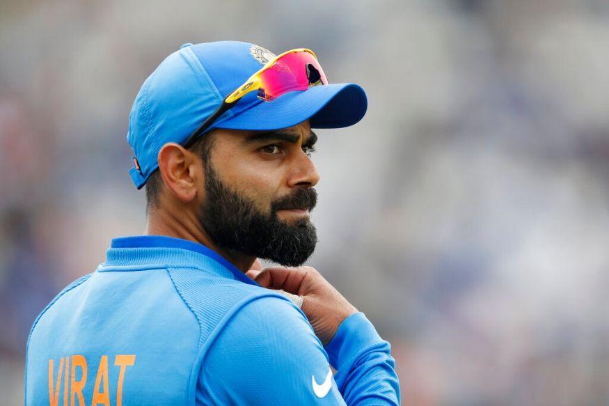 फोर्ब्स या मासिकेच्या वतीने जगातील सर्वात श्रीमंत 100 जणांची यादी दरवर्षी जाहीर केली जाते. यात भारतीय क्रिकेट संघाचा कर्णधार विराट कोहलीच्याही नावाचा समावेश आहे. विराट सर्वात जास्त कमाई करणाऱ्या खेळाडूच्या यादीत सामिल झाला आहे. एकदिवसीय आणि कसोटीमध्ये पहिल्या क्रमांकावर असलेल्या विराटची यंदा घसरण झाली आहे.
