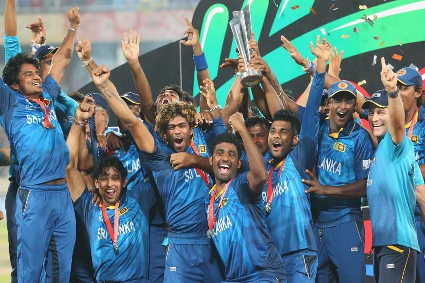 श्रीलंकेला 2014 मध्ये आयसीसी क्रिकेट वर्ल्ड टी 20 चॅम्पियन करणारा वेगवान गोलंदाज लसिथ मलिंगा लवकरच देश सोडू शकतो. लसिथ मलिंगाला ऑस्ट्रेलियात परमनंट रेसिडेंसी मिळाली असून तो कुटुंबासोबत तिथे रहायला जाण्याची शक्यता आहे.