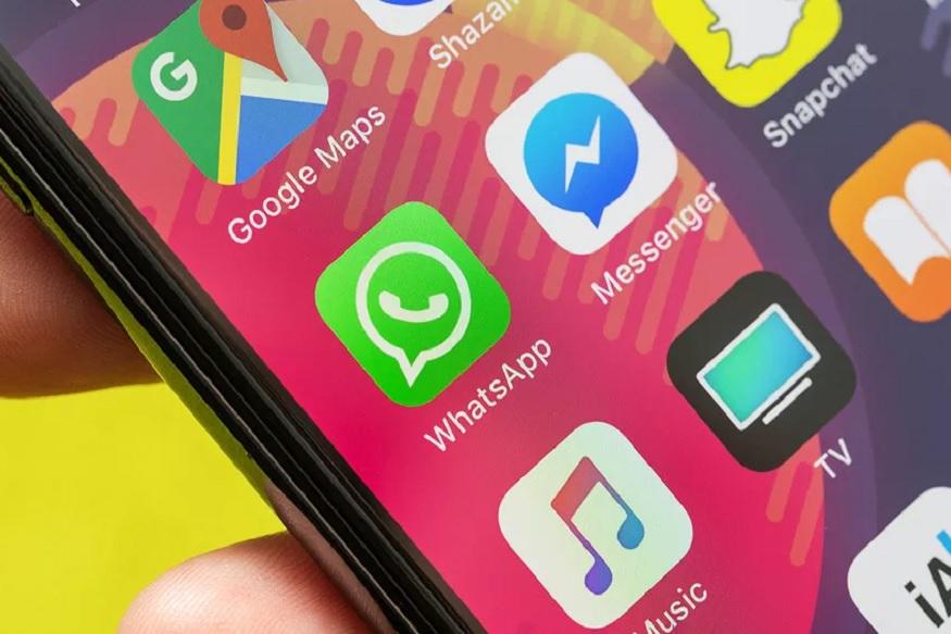 सतत स्मार्टफोन वापरणाऱ्यांना बॅटरी संपण्याची समस्या येत असते. त्यावर पर्याय म्हणून पॉवर बँकचा वापर केला जातो. तरीही नेहमीच पॉवर बँक सोबत बाळगणं कठीण असतं. मोबाईल कंपन्यासुद्धा चांगल्या बॅटरी बॅकअपचे मोबाईल बाजारात आणत आहेत. तरीही मोबाईलमध्ये काही सेटिंग करून बॅटरी वाचवता येते.