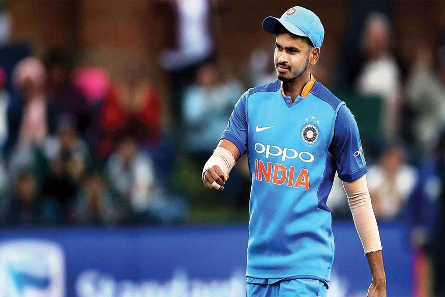 आयपीएलमध्ये दिल्लीचे नेतृत्व केलेल्या श्रेयस अय्यरला एकदिवसीय आणि टी20 संघात निवडण्यात आलं आहे. त्याने 2017 मध्ये आतंरराष्ट्रीय क्रिकेटमध्ये पदार्पण केलं होतं. त्यानंतर आतापर्यंत फक्त 6 एकदिवसीय आणि टी 20 सामने खेळला आहे.