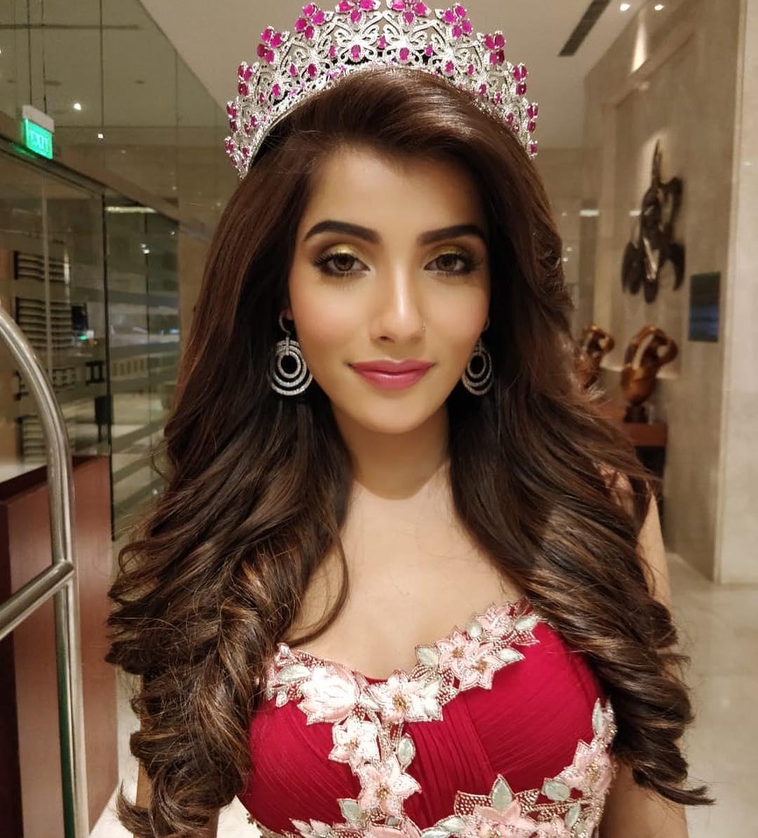 अदिती ही मॉडेल असून तिनं मिस इंडिया दिवाचा किताब जिंकला आहे. तसेच तिन मिस सुपर नॅशनल 2018 साठी भारताचं प्रतिनिधित्त्व सुद्धा केलं होतं.