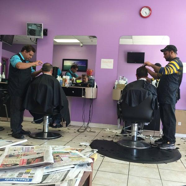 आपल्या शरीराची आपण जेवढी काळजी घेतो तेवढीच काळजी आपण केसांची घेत नाही. केस कापण्यासाठी कोणत्या सलूनला जायचं याचा फारसा विचारही अनेकजण करत नाहीत. पैसे वाचवण्यासाठी अनेकदा साध्या सलूनमध्ये जातात.