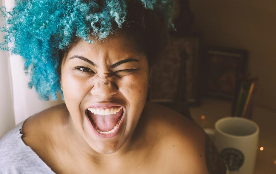 वृश्चिक राशीच्या स्त्रिया सार्वजनिक जीवनात रुक्ष वाटतील पण खासगीत अतिरोमँटिक होतात. सेक्सबाबत त्या संवेदनशील असतात. तिथेही त्यांना समजून घेत हळूहळू फुलवणारा पार्टनर त्यांना आवडतो.