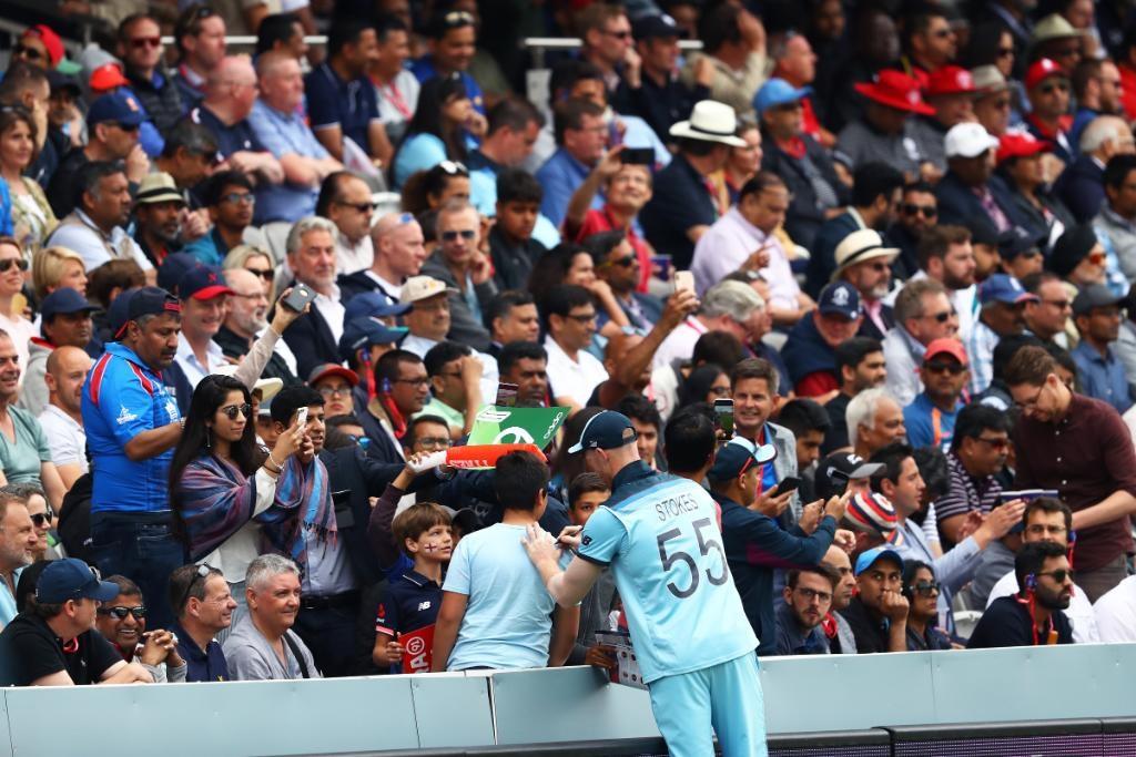 इंग्लंडच्या विजयात महत्त्वाची भूमिका बजावणाऱ्या स्टोक्सला नाइटहुड पुरस्काराचा प्रबळ दावेदार मानलं जात आहे. जर त्याला नाइटहुड पुरस्कार दिला तर तो इंग्लंडचा 12 क्रिकेटपटू ठरेल. याआधी 2019 मध्ये अॅलिस्टर कूकला या पुरस्काराने सन्मानित करण्यात आलं होतं.