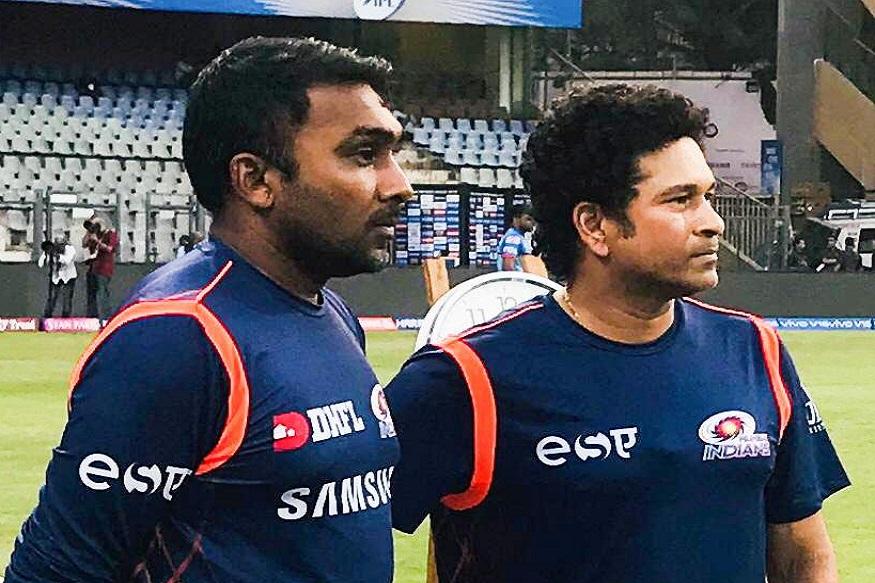 श्रीलंकेचा माजी क्रिकेटपटू माहेला जयवर्धनेसुद्धा भारताच्या प्रशिक्षक पदाच्या शर्यतीत आहे. गेल्या तीन वर्षांपासून माहेला जयवर्धने मुंबई इंडियन्सच्या प्रशिक्षकपदाची धुरा सांभाळत आहे. त्याच्या मार्गदर्शनाखाली मुंबईने दोनवेळा विजेतेपद पटकावलं आहे. आंतरराष्ट्रीय क्रिकेटमध्ये जयवर्धनेनं 600 पेक्षा जास्त सामने खेळले आहेत. त्याच्या या अनुभवाचा संघाला फायदा होईल.