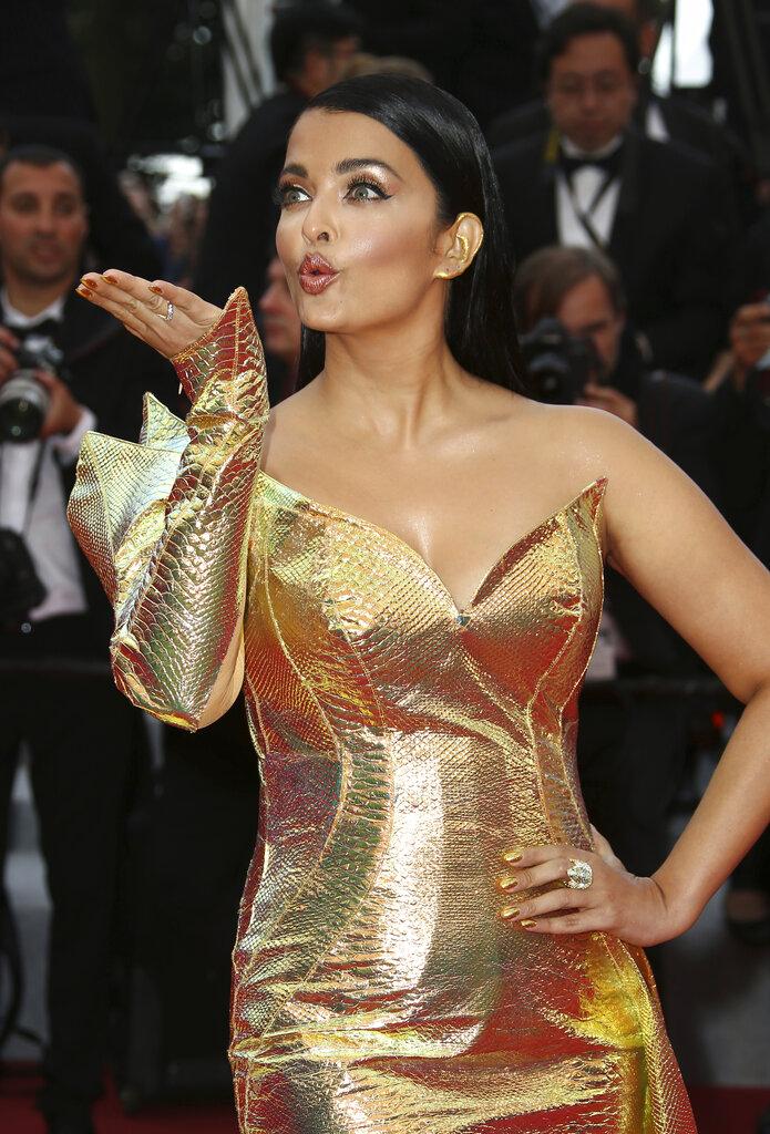 अभिनेत्री ऐश्वर्या राय बच्चन या यादीत नवव्या क्रमांकावर आहे. तिची लोकप्रियता अद्याप कमी झालेली नाही. तिचा स्कोअर 5.10 % आहे.