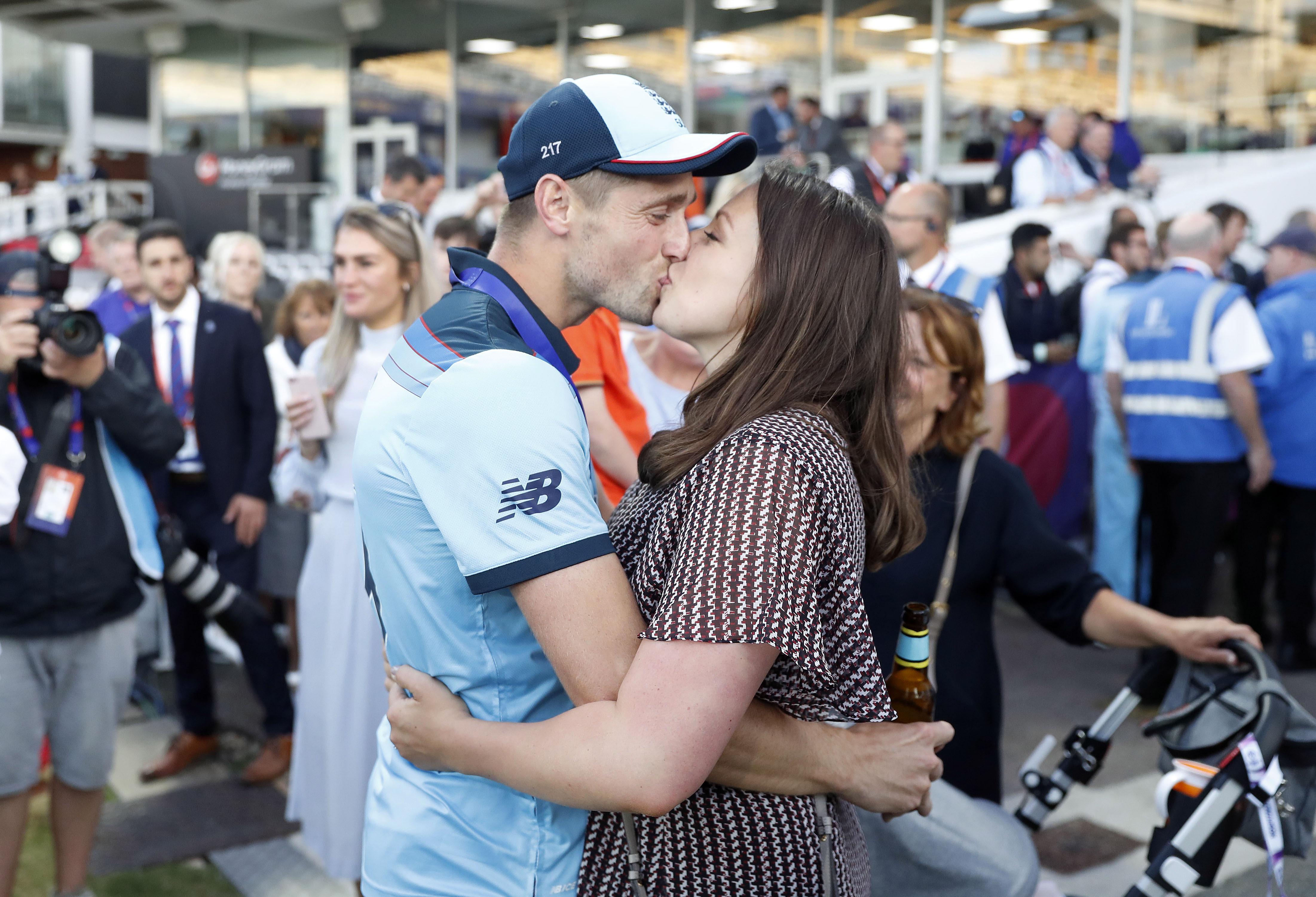अनुष्का आणि साक्षीच्या जागी आता वर्ल्ड चॅम्पियन खेळाडूंच्या 'या' हॉट पत्नींची चर्चा, पाहा PHOTO