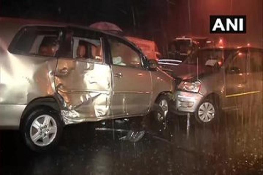 या अपघातात गाड्यांचा अक्षरशः चुराडा झाला आहे.