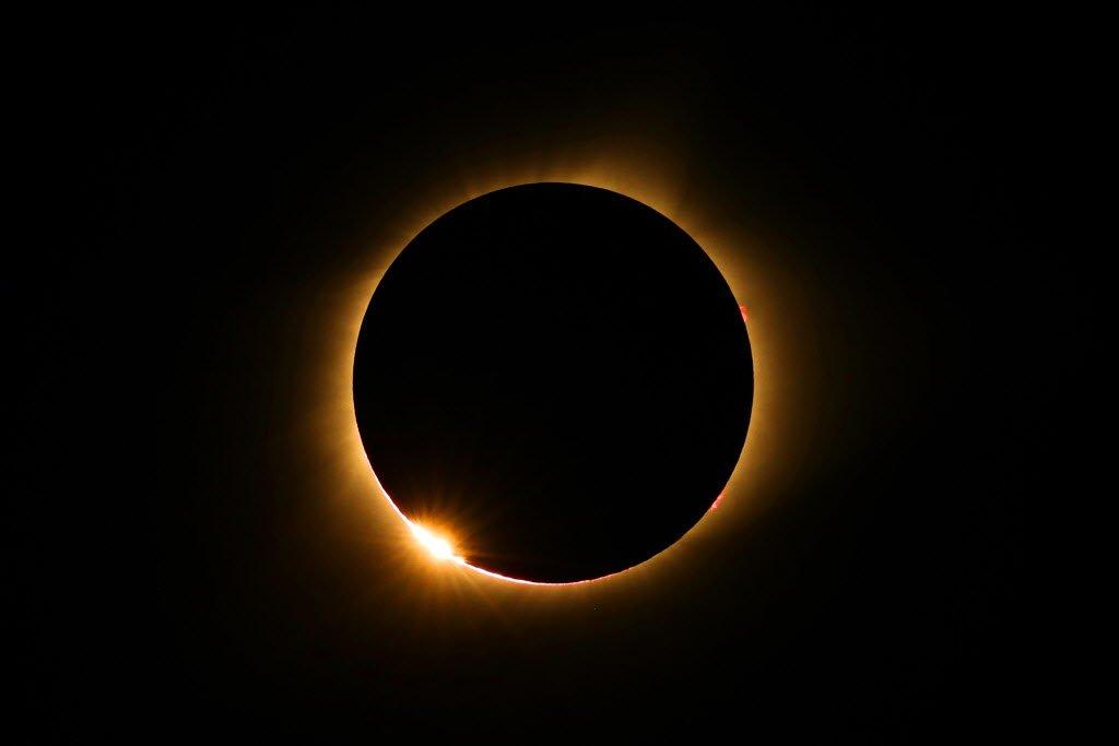 Surya Grahan 2019: उद्या दिसणार खग्रास सूर्यग्रहण; काय आहे या ग्रहणाचं वैशिष्ट्य?