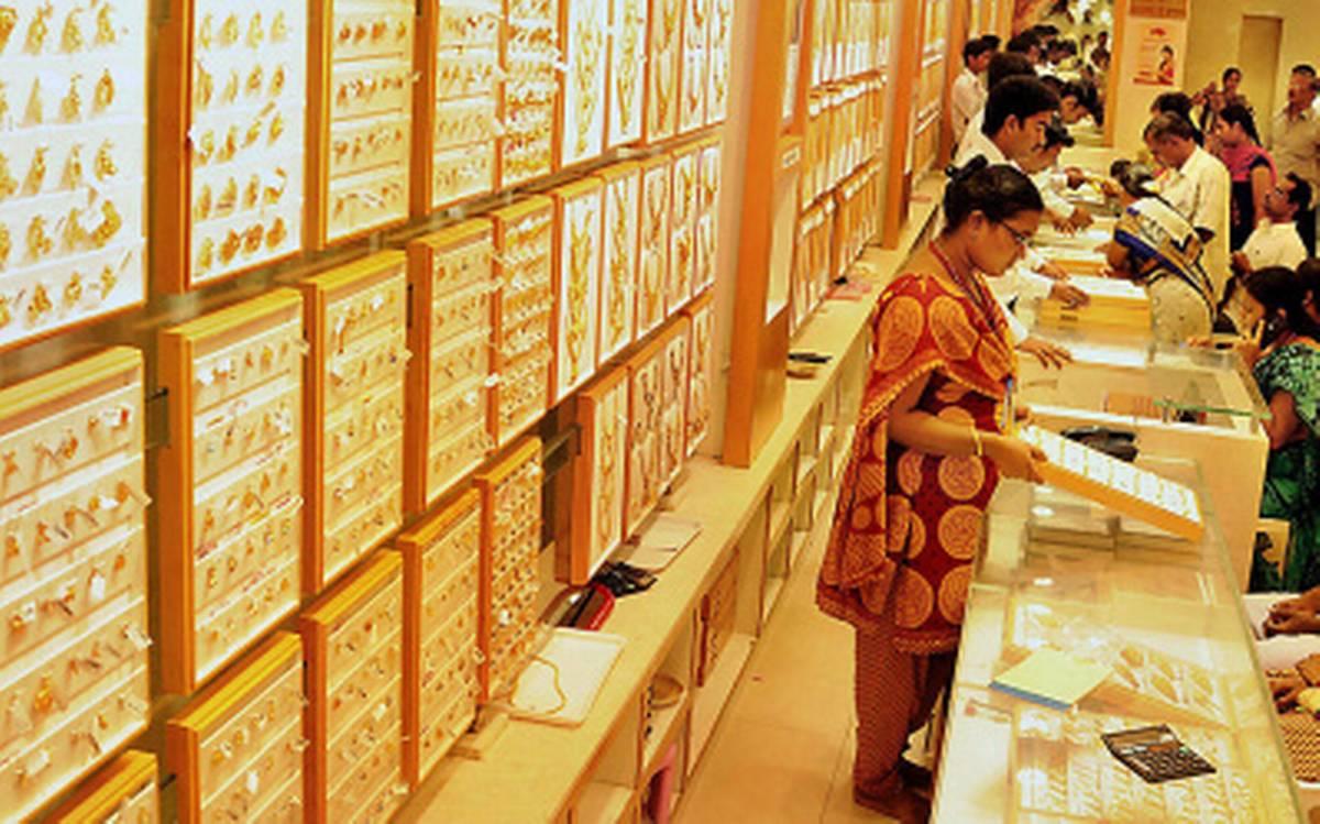 चांदीचे सिक्के लिवाली आणि बिकवाली क्रमश: 84 हजार रुपये शेकडा आणि 85 हजार रुपये शेकड्यावर स्थिर राहिलेत.