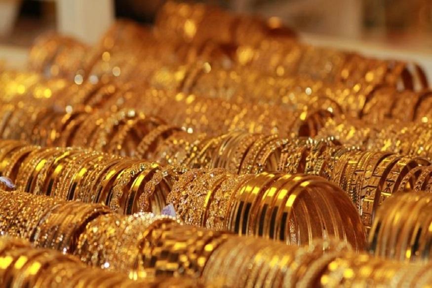 आंतरराष्ट्रीय पातळीवर सोन्याचे भाव 1425.60 डॉलर प्रति औन्स राहिले तर चांदीचे 16.40 डॉलर प्रती औन्स असे होते. त्यातच स्थानिक दुकानदारांनी मोठ्या प्रमाणावर सोनं खरेदी केल्यामुळे सोन्याच्या दराने आज उच्चांक गाठला.