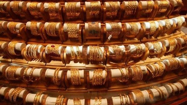 आज ( 23 जुलै ) सोन्याचा दर प्रति 10 ग्रॅम 34,943 रुपये झालाय. तर चांदीच्या दरातही 386 रुपयांनी घसरण होऊन चांदी प्रति किलो 40, 895 रुपये झालीय.