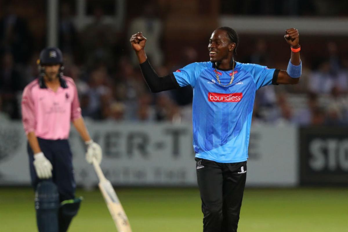 आर्चर तीनवेळा वेस्ट इंडिज अंडर-19 संघाकडून खेळला आहे. मात्र 2015मध्ये वर्ल्ड संघात स्थान न मिळाल्यामुळं त्यानं इंग्लंडमधून क्रिकेट खेळण्यास सुरुवात केली. 2019मध्ये आपल्या पहिल्याच वर्ल्ड कपमध्ये आर्चरनं चांगली कामगिरी केली.