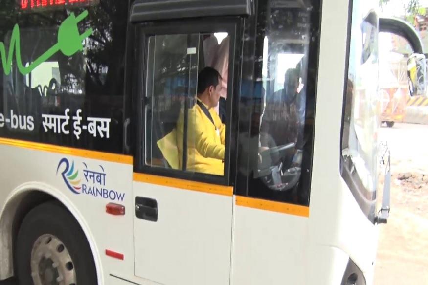 सार्वजनिक वाहतुकीचा फज्जा! खुद्द महापौरांनी बस चालवून तपासली सुरक्षा