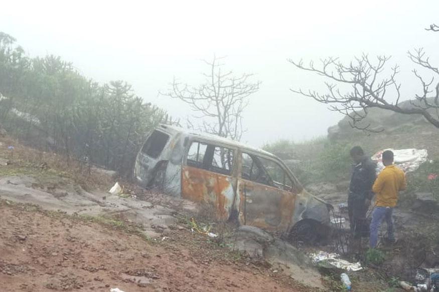 ताम्हिणी घाटाजवळ खोल दरीत कारमध्ये 2 जळालेले मृतदेह सापडले