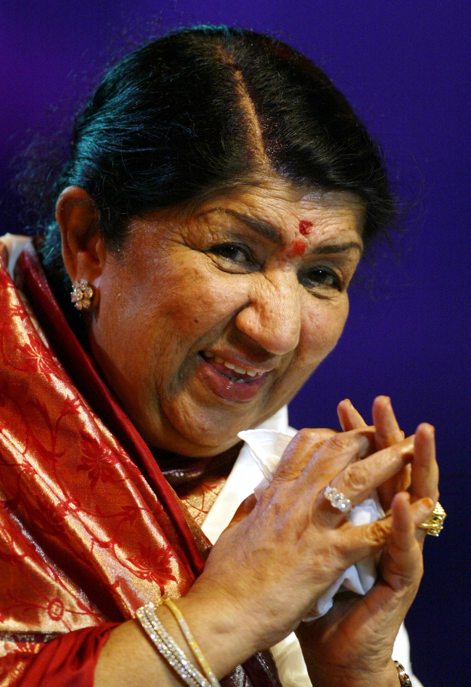 स्वरसम्राज्ञी लता मंगेशकर भारतातील सर्वाधिक प्रभावशाली महिलांच्या यादीत तिसऱ्या स्थानावर आहेत. त्यांचा स्कोअर 9.23% आहे