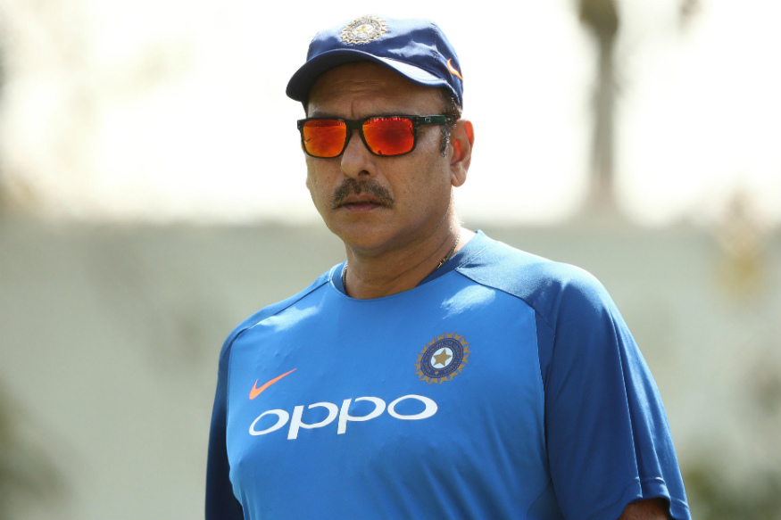 ICC Cricket World Cupमध्ये भारतीय संघाला अपयश मिळाल्यानंतर BCCIने टीम इंडियाच्या मुख्य प्रशिक्षक आणि सपोर्ट स्टाफसाठी नव्याने अर्ज मागवले. त्यामुळं लवकरच प्रशिक्षक रवी शास्त्री यांना नारळ मिळणार आहे.