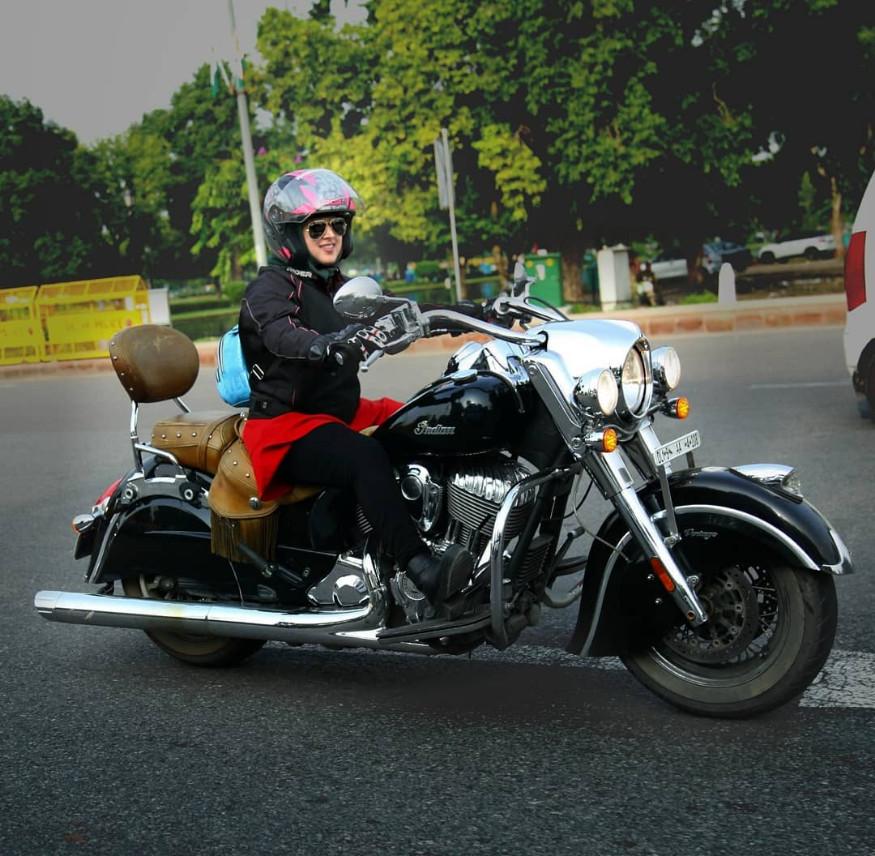 देशभरात 1 लाखांहून अधिक किलोमीटर रोशनी बाईकने फिरली आहे.
