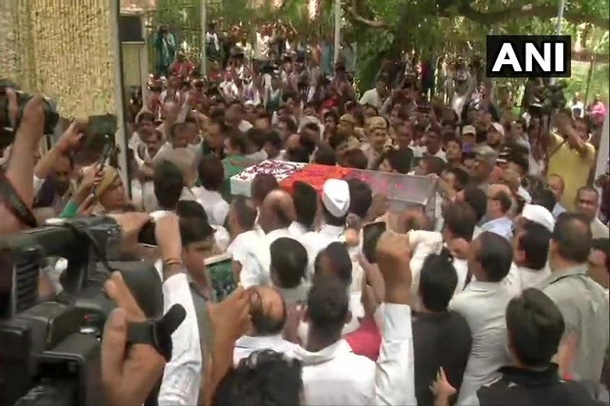 काँग्रेसच्या ज्येष्ठ नेत्या आणि दिल्लीच्या माजी मुख्यमंत्री शीला दीक्षित यांचं शनिवारी (20 जुलै) निधन झालं. त्यांच्या निधनामुळे दिल्लीच्या राजकारणात मोठी पोकळी निर्माण झाली आहे.