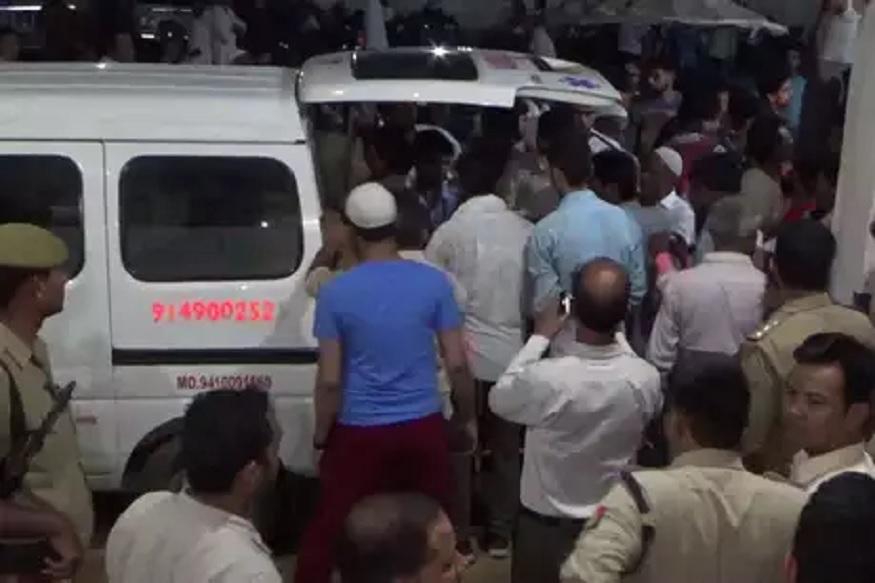 काळाचा घाला ! मिनी ट्रकला वाहनाची जोरदार धडक, 9 जणांचा जागीच मृत्यू