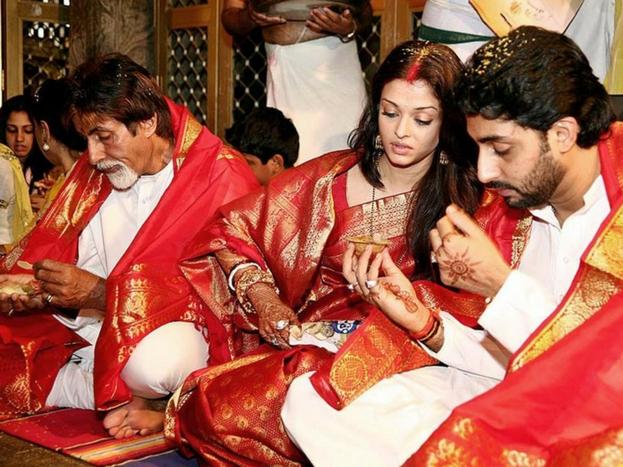 बॉलिवूड अभिनेत्री ऐश्वर्या रायनं वयाच्या 36व्या वर्षी स्वतःहून 3 वर्षांनी लहान असलेल्या अभिषेक बच्चनशी लग्न केलं. या दोघांनी 2007मध्ये लग्नगाठ बांधली.