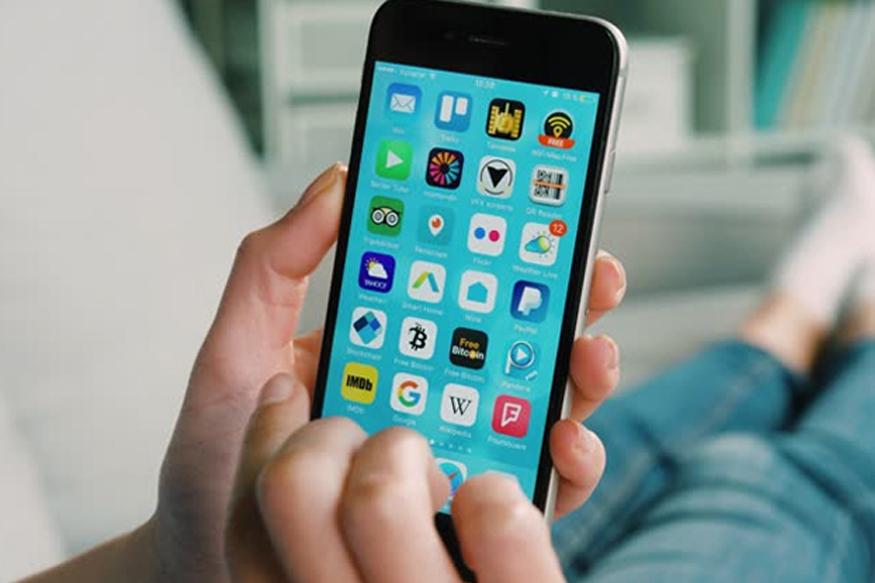 फोन वापरत असताना तो गरम होत असल्याचं लक्षात येताच त्याचा वापर थांबवा. फोन गरम झाल्यास बॅटरी वेगानं डिस्चार्ज होते. तसेच फोन गरम होणं धोकादायक असतं.