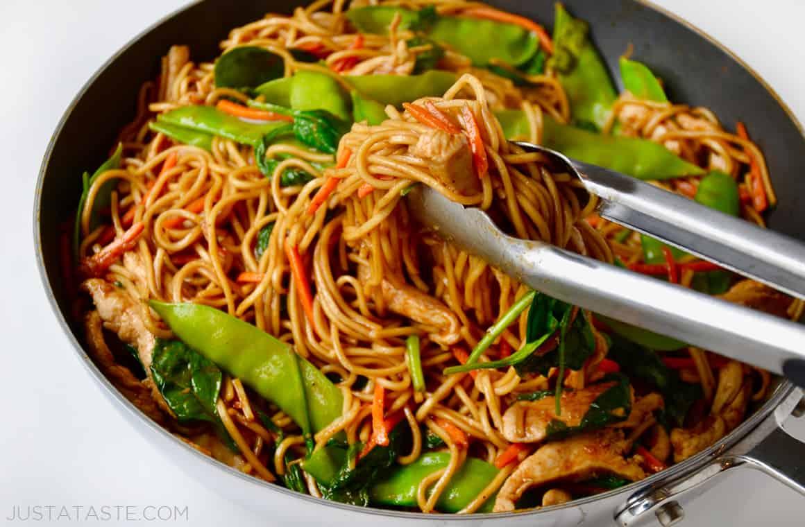 तुम्हाला नूडल्स आवडतात का? अति नूडल्स खाणं पडेल महागात