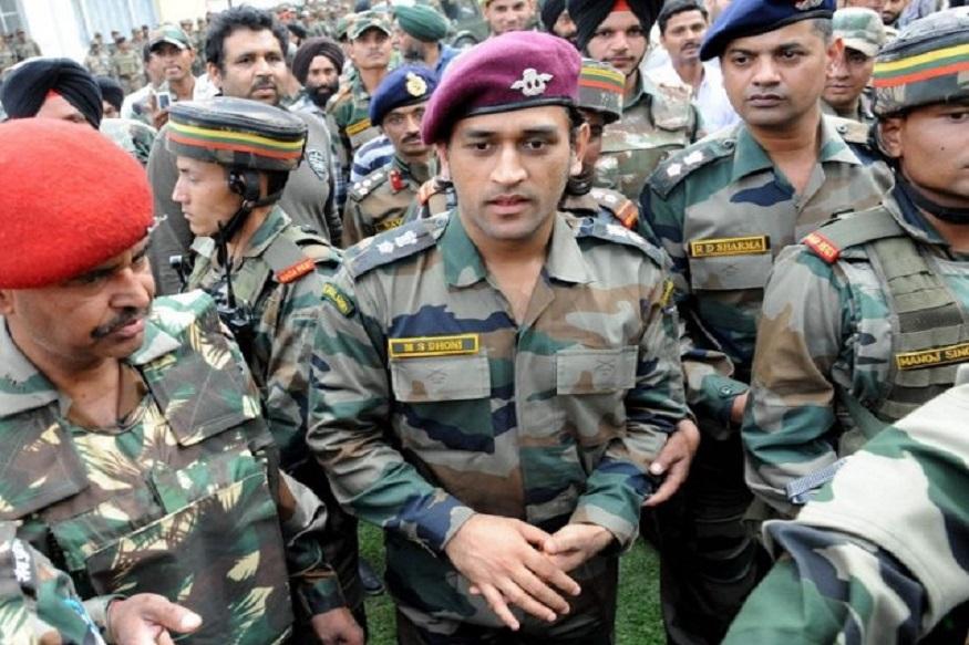 क्रिकेटनंतर धोनीचं असंही देशप्रेम, 2 महिन्यांसाठी सियाचिनमध्ये होणार नियुक्ती?