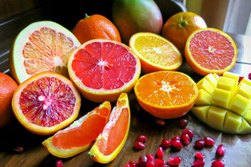 वजन कमी करायचं असेल तर कमी खा. फक्त फळांवर दिवस काढा वगैरे सगळं चुकीचं आहे. संतुलित आहार आणि व्यायामाखेरीज वजन कमी झालं तरी ते टिकणार नाही.