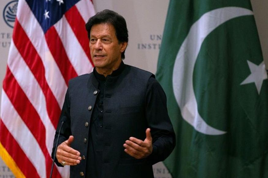 भारताच्या या निर्णयानंतर पाकिस्तान मात्र पूर्णत: हडबडून गेला आहे. पाकिस्तानमधील वृत्तपत्रांच्या आजच्या हेडलाईनमधूनही हेच दिसून आलं.