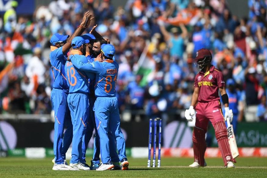ICC Cricket World Cup नंतर भारतीय संघ आता वेस्ट इंडीज दौऱ्यावर जाणार आहे. या दौऱ्यासाठीच्या संघाची घोषणा 19 जुलैला होणार असून निवड समितीच्या बैठकीत नव्या खेळाडूंना संधी देण्याचा विचार होऊ शकतो. त्यामुळं वेस्ट इंडीज दौऱ्यावर नव्या दमाचे खेळाडू जातील. वर्ल्ड कपनंतर काही खेळाडूंना विश्रांती दिली जाईल. यात विराट कोहली आणि जसप्रीत बुमराह यांचा समावेश असून महेंद्रसिंग धोनी आणि शिखर धवन दुखापतीमुळे खेळण्याची शक्यता कमी आहे.